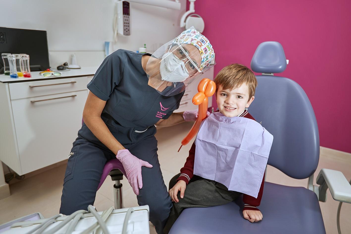 ODONTOPEDIATRÍA ESPECIALIZADA EN CLÍNICA DENTAL. ESPECIALISTAS EN REVISIONES INFANTILES Y TRATAMIENTOS DENTALES PARA NIÑOS Y JÓVENES. En Clinica Dental Esther Maján, disponemos de un área especializada de odontopediatría con odontólogos pediatras especializados en revisiones y todo tipo de tratamientos dentales para niños y jóvenes. En Clínica Dental Esther Maján, cuidamos de la salud dental de sus hijos mediante el control y la aplicación de las últimas tecnologías en el ámbito dental para los niños y jóvenes tengan sus dientes perfectos. En este sentido, además una salud bucal es un síntoma de una óptima salud general y para ello trabajan nuestros dentistas pedriatrícos. Consúltenos y estableceremos un protocolo a través de nuestros odontopediatras para evaluar y controlar el desarrollo de la dentadura de sus hijos y así evitar problemas futuros. CLINICAS-DENTALES-MOSTOLES-DENTISTAS-MÓSTOLES-TRATAMIENTOS-DENTALES-ECONOMICOS-TAC-DENTAL-BARATOS-DENTISTA-RECOMENDABLE-DE-CONFIANZA-PARQUE-COIMBRA-FAMILIAS-NUMEROSAS CLINICA DENTAL EN MOSTOLES – CLINICAS DENTALES EN MOSTOLES – DENTISTAS EN MOSTOLES – DENTISTA EN MOSTOLES – DENTISTA MOSTOLES – DENTISTAS MOSTOLES – DENTISTAS ECONOMICOS BARATOS EN MOSTOLES – CLINICAS DENTALES ECONOMICAS BARATAS EN MOSTOLES – DENTISTA CON BUENAS OPINIONES EN MOSTOLES – DENTISTAS CON BUENAS OPINIONES EN MOSTOLES – CLINICA DENTAL CON BUENAS OPINIONES EN MOSTOLES – CLINICAS DENTALES CON BUENAS OPINIONES EN MOSTOLES – CLÍNICA DENTAL EN MÓSTOLES – CLÍNICAS DENTALES EN MÓSTOLES – DENTISTAS EN MÓSTOLES – DENTISTA EN MÓSTOLES – DENTISTA MÓSTOLES – DENTISTAS MÓSTOLES – DENTISTAS ECONÓMICOS BARATOS EN MÓSTOLES – CLÍNICAS DENTALES ECONÓMICAS BARATAS EN MÓSTOLES – DENTISTA CON BUENAS OPINIONES EN MÓSTOLES – DENTISTAS CON BUENAS OPINIONES EN MÓSTOLES – CLÍNICA DENTAL CON BUENAS OPINIONES EN MÓSTOLES – CLÍNICAS DENTALES CON BUENAS OPINIONES EN MÓSTOLES – CLÍNICA DENTAL CON PRECIOS ESPECIALES, OFERTAS, PROMOCIOINES Y DESCUENTOS PARA FAMILIAS NUMEROSAS EN M